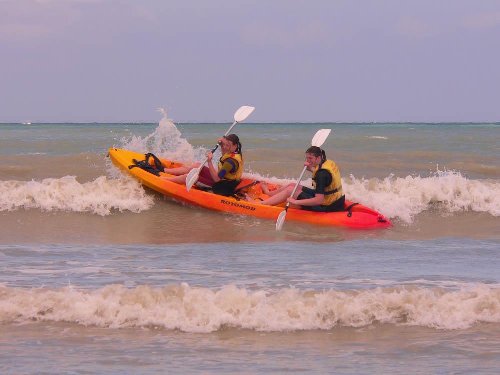 Kayak dans les vagues à Mers-les-Bains